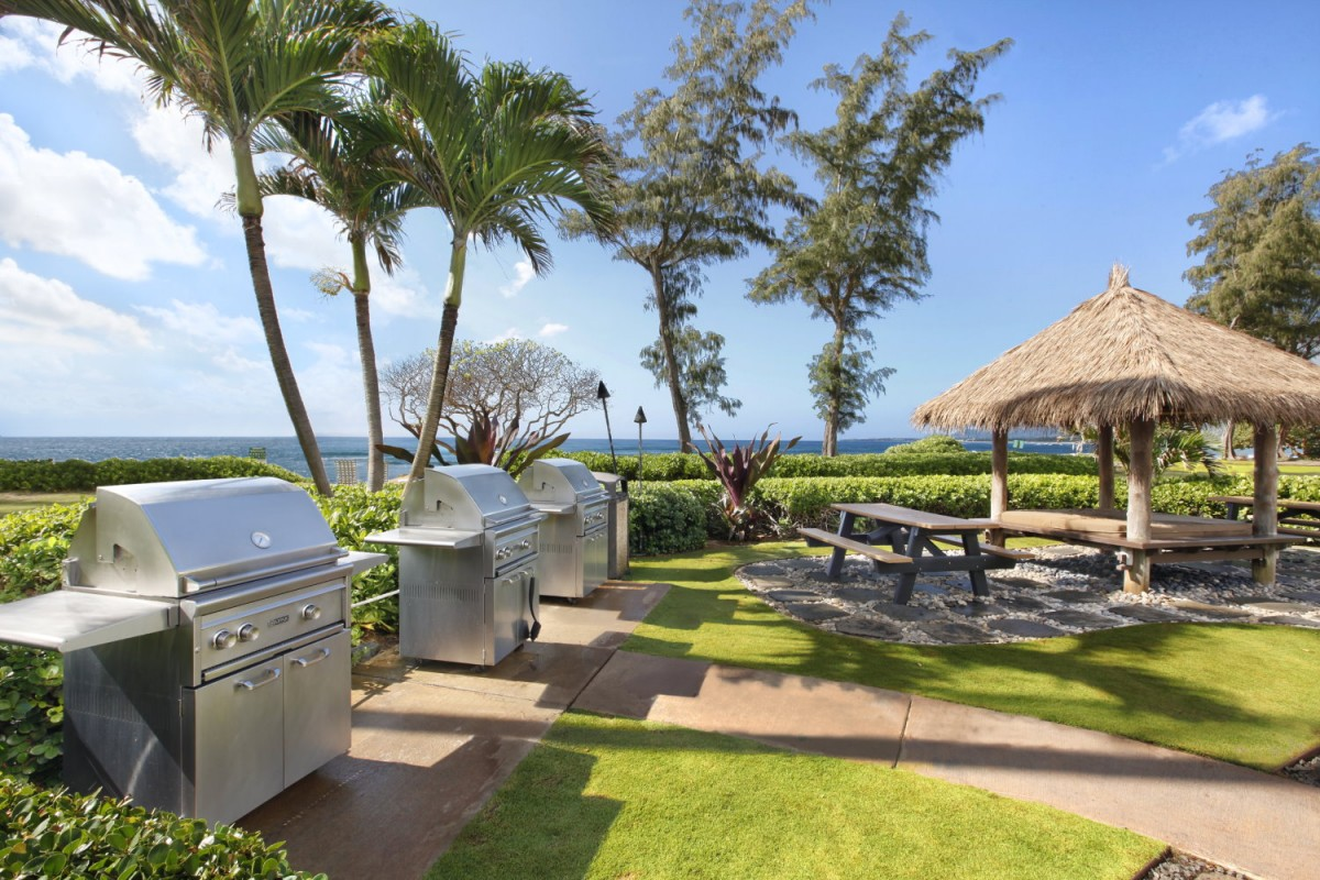 Oceanfront Islander on the Beach Shared BBQ Poolside