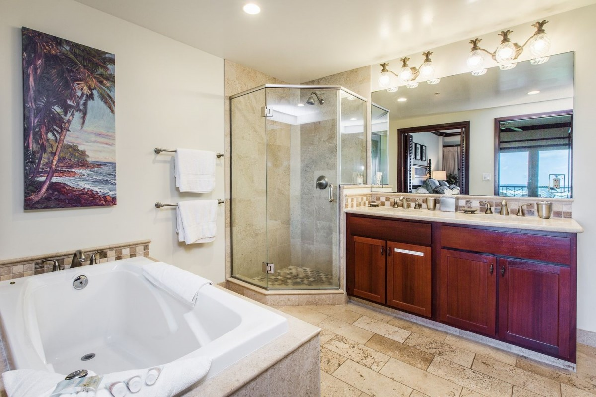 G302 Master Bathroom